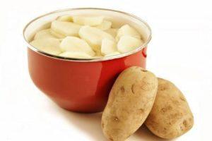 Вернуть блеск линолеуму поможет картофельный отвар