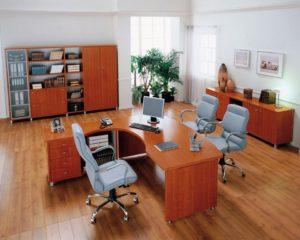 В офисе необходимо устанавливать более износостойкий ламинат