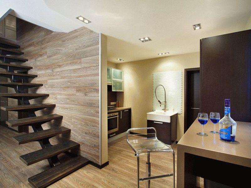 Декорирование стен ламинатом набирает популярность благодаря свойствам этого материала