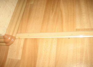 Для стыка линолеума можно использовать порожек