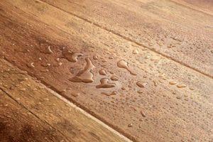 Полимерный слой защищает ламинат от воды