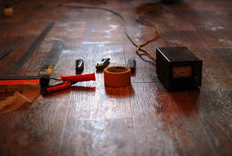 инструмент для резки и сварки линолеума.