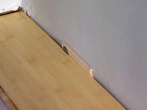 Компенсационный шов ламината должен быть всегда 1-2 см в зависимости от влажности воздуха в помещении