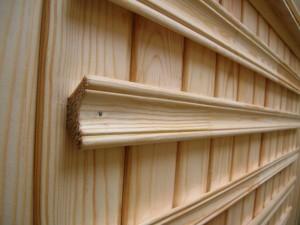 Плинтус деревянный - самый дешевый вариант