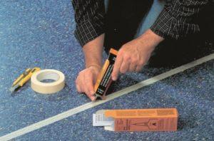 Как аккуратно и надежно склеить линолеум встык, описание вариантов