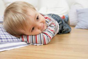 Лежать на теплом полу приятно и безопасно