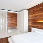 Стильный дизайн комнаты с настенным ламинатом