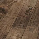 Ламинат с надписью