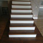 зкая лестница с ламинатом