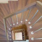Винтовая лестница с ламинатом